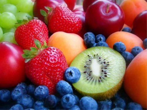 Chem-otlichaetsya-frukt-ot-yagody