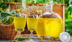 Защитить и укрепить организм помогут медовые настои